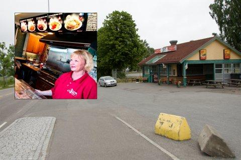 Kan bli rammet: Parkeringsplassen utenfor «Alfhild» risikerer å bli både mindre og få dårligere tilgjengelighet dersom det ender med at det bygges undergang i Nansetgata.