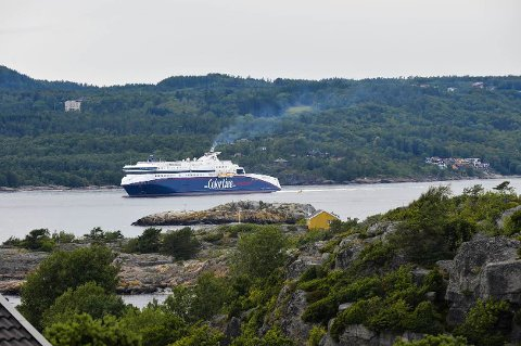 ØVELSE: Personalet i Color Line-skipet Superspeed 2 holder storstilt øvelse i Larvikfjorden onsdag kveld.