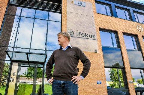 SELGER: Daglig leder Hans-Jørgen Johnsen og styreleder Bjørn Walle skriver her hvorfor iFokus ikke bør drive barnehagene videre. (Arkivfoto: Lasse Nordheim)