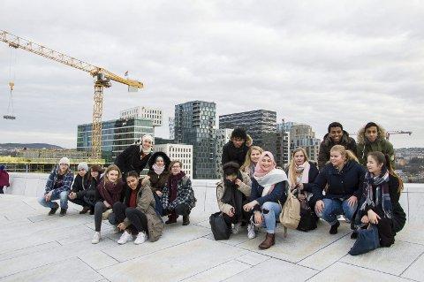 Ungdommene ble inspirert av å gå på operataket i Oslo og se bort til det nye området som har fått navnet Barcode.