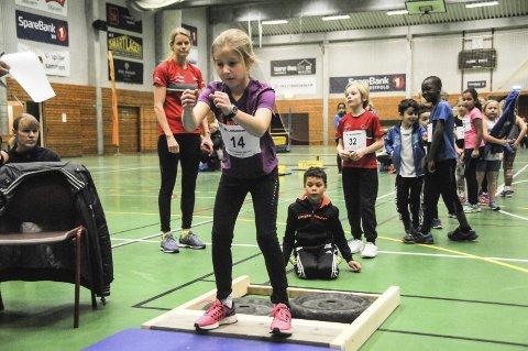 Tar sats: Lykke Omlid Wisth (8) har allerede gått på friidretten på Larvik Turn i tre år. I helgen deltok hun på Larvikbanken lekene 2017 i Stavernshallen.foto: ragnar eftedal