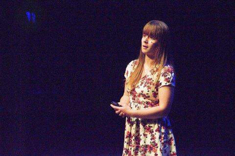 Ingrid Bruun forteller om kvelden hun svelget en håndfull piller for å dø fra scenen i Bølgen under Verdensdagen for psykisk helse 2017.