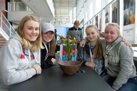 Selvmord er et aktuelt tema, mener elevene ved ambulanselinja på Thor Heyerdahl vgs, Celine Skolund, Kristine Halum, Mathilde Berg og Camilla Olafsen.