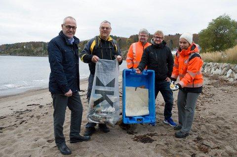De oppfordrer alle til å hente søppelsekker med lodd fra Kystlotteriet når de skal på tur langs kysten, ordfører Rune Høiseth, Helge Pedersen, Kjel Håkon Bjørnø, Anders Mæland og Guro Hessner.