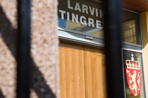 ERSTATNING: Det er ikke uvanlig at Larvik tingrett idømmer erstatning i en rettssak. Og de utestående beløpene er høye.