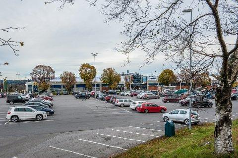 NYTT SYSTEM: Her er det ikke gratis å stå parkert over tre timer. Det har vært noen problemer nå i innkjøringen, men Onepark mener det vil roe seg. (Arkivfoto: Bjørn Jacobsen)