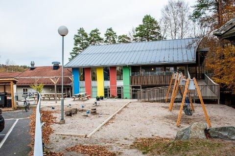 Barnehagen skal være et godt sted å være for både barna og de voksne som jobber der. Da må grunnbemanningen være på plass i hele barnehagens åpningstid, skriver Jill Eirin Undem