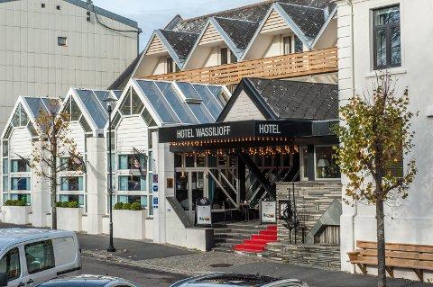 ULYKKE: En tre år gammel gutt fikk et skipsror i hodet på Hotel Wasillioff tirsdag. Han skal ha blitt fraktet til Ullevål sykehus etter ulykken.