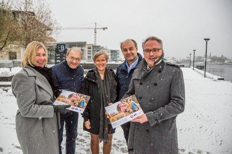 HAR LAGET FELLES BUDSJETT: Dorthe Kyvik Bårnes (KrF, t.v.), Per Manvik (Frp), Gina M. Johnsen (Frp), Olaf Holm (KrF) og Bjarne Steen (H).