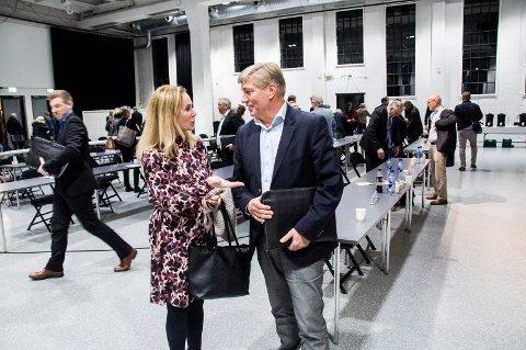 LANGT FRA ENIGE: Birgitte Gulla Løken (H) og Espen Hetty Carlsen (Ap).