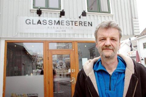 PRØVER NOE NYTT: Torbjørn Aglen har installert et nytt luftrensesystem på Glassmesteren pub. Anlegget skal visstnok også ta knekken på virus.