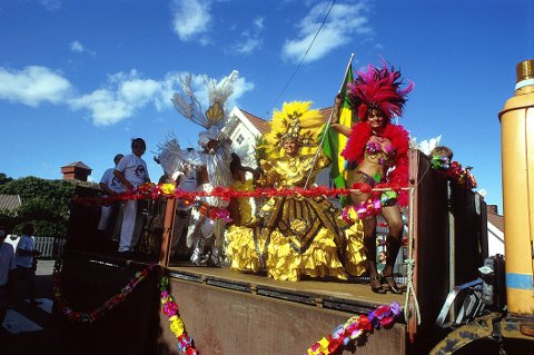 GLADE DAGER I STAVERN:  Arrangementet Glade dager i Stavern oppsto delvis som et ønske om å gjenopplive de gamle Stavernsfestene, dels som et produkt av den norske sambafeberen i 1980-åra. I 1992 var en ekte brasiliansk sambatrupp på besøk i under «gladdagene».