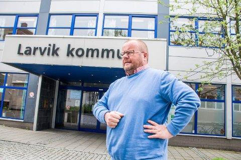 Godt regnskapsår: 2016 endte med et plussresultat på 67,3 millioner kroner for økonomisjef Paul Hellenes og Larvik kommune.