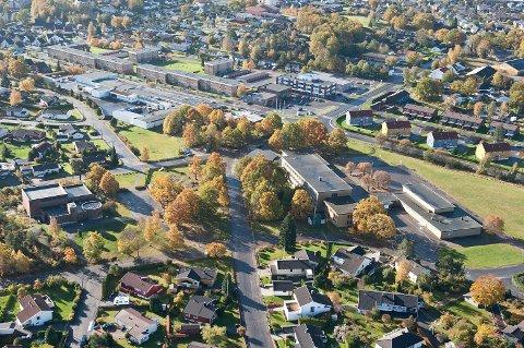 Flyfoto over Hovland og Nanset kirke