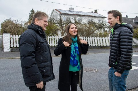 Solcellepanel med Kåre Pettersen, Lene Westgaard-Halle og Asle Makoto Sandvik i Larvik.