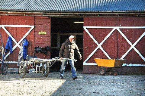 INNBRUDD: Frode Hamre fortviler over stadige innbrudd i Stall Hamre på Ulleberg Gård. Seletøy for 40-50.000 kroner er forsvunnet. (Arkivfoto: Thor Kenneth Løvenfalck)