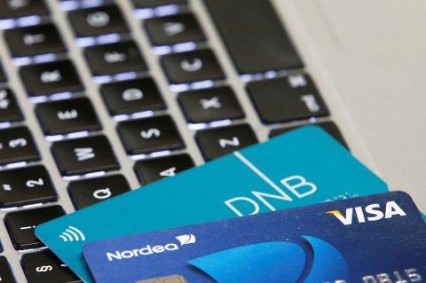 BILDE BLIR BORTE: De nye bankkortene blir uten bilde på baksiden, dermed kan de ikke brukes som legitimasjon.