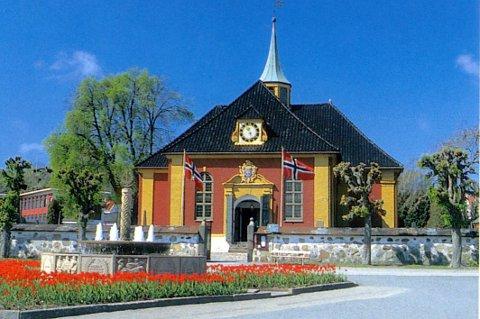 Fredriksvern kirke, eller Stavern kirke om du vil, skal nå få en avklaring på navn. Bispedømmerådet skal prioritere å få avklart navnespørsmålet.