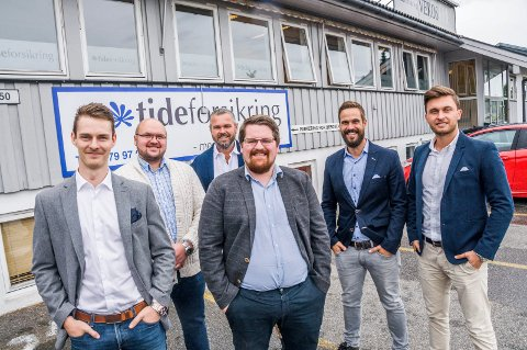 NYE PÅ SKREPPESTAD: Trond Ingebrigtsen (t.v.), Thomas Hellenes, Trond Døvle Furulund, Kristoffer Haugland, daglig leder Audun Mangelrød og Nuri Demir.