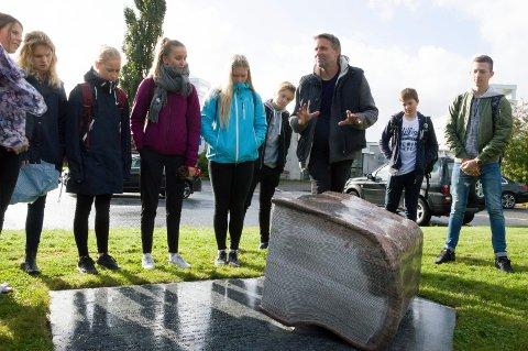 Skulpturer og Mellomhagen ungdomsskole og Larvik Museum