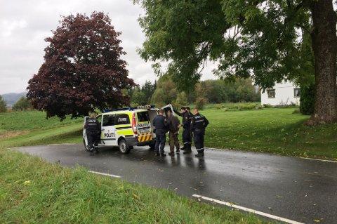 PÅGREPET: En av de mistenkte ble pågrepet i et skogholt rett i nærheten av Hvarneshallen.