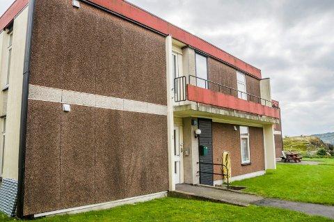 HVA SKJEDDE HER? Hjemmetjenesten forlot kvinnens leilighet i Utsiktsveien klokken 08.50 fredag morgen. Først én time og 49 minutter senere ble familien kontaktet av kommunen.