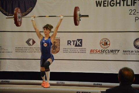 REKORD: Helene Skuggedal løftet 80 kilo i støt, noe som er ny norsk rekord i 53-kilosklassen U17.