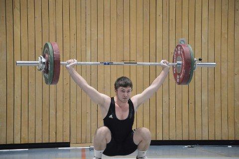 NY PERS: Dennis Lauritsen perset med 101 kilo i rykk.