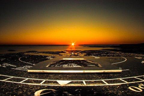 VAKKERT: Solnedgangen over soluret på Rakke fanget av Ann Kristin Hynne Green.