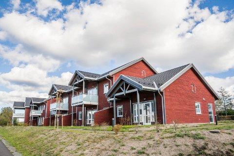 HVER MÅNED: I over halvannet år har Larvik kommune betalt om lag 8.800 kroner i måneden i husleie for en kommunal omsorgsleilighet som ingen har kjøpt.  (Foto: Lasse Nordheim).