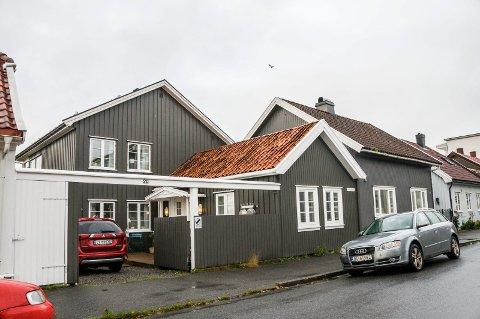 HJEMMERESTAURANT: Villa Karen ligger i Jegersborggata i Larvik sentrum.