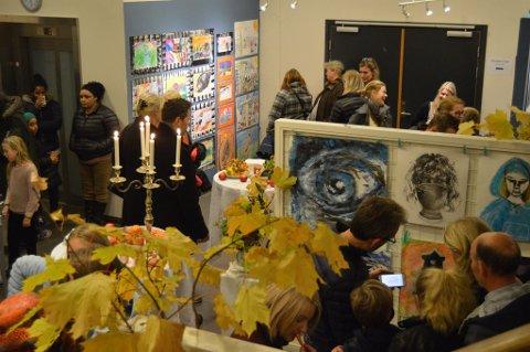 GALLERI: Sliperiet har sitt eget galleri som nå er fyllt med ung kunst.