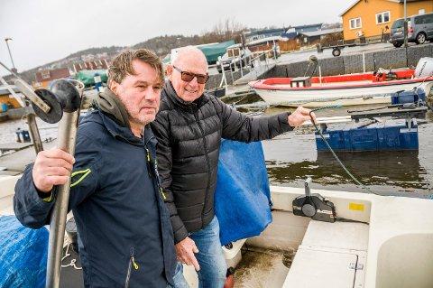 BARE TAUET IGJEN: Bjørn Magne Larsen (t.v.) og Jahn Georg Gabrielsen ble frastjålet til sammen 34 hummere i Stavern havn fredag kveld.