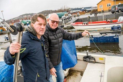 TYVENE HAR IKKE MELDT SEG: Bjørn Magne Larsen (t.v.) og Jahn Georg Gabrielsen ble frastjålet til sammen 34 hummere i Stavern havn fredag 9. november.
