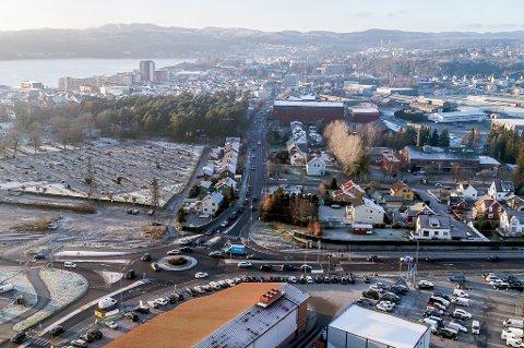 TRAFIKKSYSTEM: For å løse utfordringer ved Øyakrysset og få en bedre og mer miljøvennlig trafikkflyt gjennom Larvik er det mulig at en bypakke må på plass.