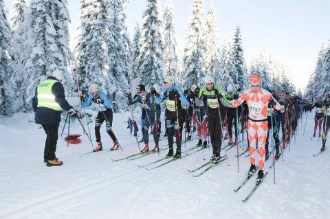 KLAR, FERDIG, GÅ?: Drøyt 500 deltakere gikk Vindfjelløpet i 2018.  Renn eller ikke, slike forhold blir det ikke i 2020.