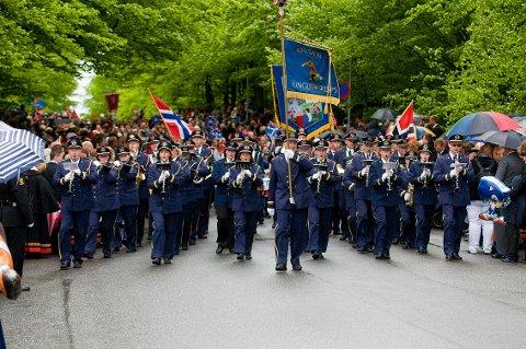 KJENT: En viktig ingrediens på nasjonaldagen er korpsmusikk. Her ser vi Halsen ungdomskorps som denne helgen går sammen med Stavern-Agnes Musikkorps til en felles konsert i Sliperiet.
