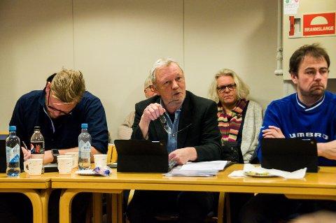 – FORSTÅELIG: Det mener Øivind Heyn, her flankert av Ole Martin Holthe (H, t.v.) og Terje Vågen (Frp) i komitémøtet onsdag, om antallet korridorpasienter i Larvik de siste årene.