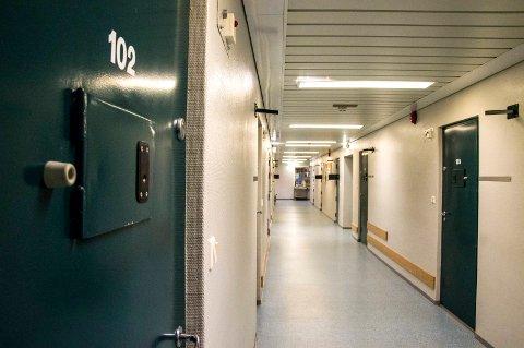 LEDIGE PLASSER: I Sem fengsel har det tidligere vært fullt døgnet rundt, men det siste året har en av avdelingene stått tom fordi det har vært så  få fanger.