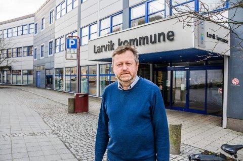 RØDT NIVÅ: Jan-Erik Norder, kommunalsjef kultur og oppvekst, betegner situasjonen på skolene nå som krevende.