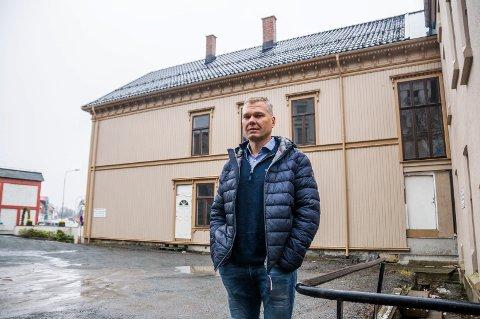 SIER STOPP: Rehabiliteringen av Festiviteten blir så dyr at kommunalsjef Per Sortedal nå anbefaler at prosjektet legges på is. – En prisstigning på 23 millioner kroner er en vesentlig økning, sier han.
