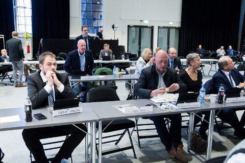 IKKE TIL STEDE: Ingar Dølers plass sto tom. Det resulterte i at Ap fikk gjennomslag for å utsette behandlingen av saken. F.v.: Terje Vågen, Tor Kåre Hansen Odberg, Gina M. Johnsen og Per Manvik.