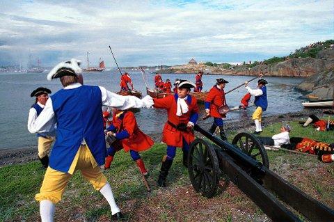 INSTITUSJON: Tordenskiolds Soldater er en institusjon i Stavern og både sees og høres godt når de presenterer seg selv.