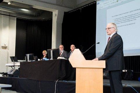 STILTE SPØRSMÅL: Tormod Knutsen (MDG) på talerstolen i kommunestyret onsdag denne uka.