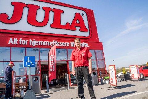 SÅ IKKE HENDELSEN: – Jeg håper dette var første og siste gang vi opplever noe slikt hos oss, sier varehussjef Morgan Gundersen ved Jula i Larvik.