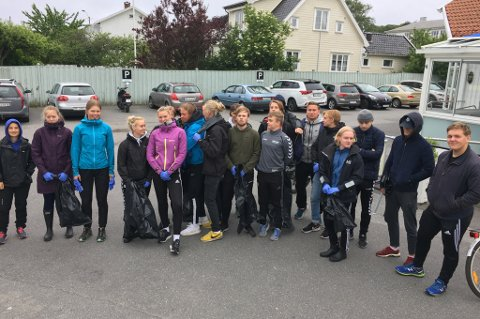SØPPELPLUKKERE: Denne gjengen fra idrettslinja på Thor Heyerdahl VGS plukket søppel i Nevlunghavn.