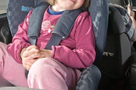 BELTEBRUK: Pass på at barna er sikret forsvarlig med riktig bruk av belte i bil, uansett hvilket sete de bruker. (Arkivfoto)