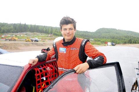 MÅL: Ole Henry Steinsholt leder norgscupen i rallycross for juniorer etter fire av fem runder. Nå skal han konkurrere i en enda større konkurranse. (Foto: Kristian Holtan)