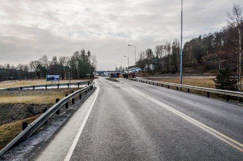 KRASJ I KØEN: 84-åringen braste inn i bilen foran på Elveveien da det oppsto kø en ettermiddag i november i fjor.