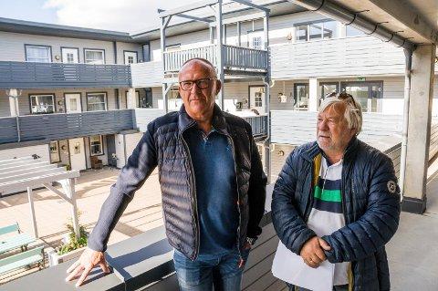 KRITISERER HUSEIER: Styreleder Stig Mjølsnes Firing (t.v.) og Tore Larsen i Byhaven borettslag.